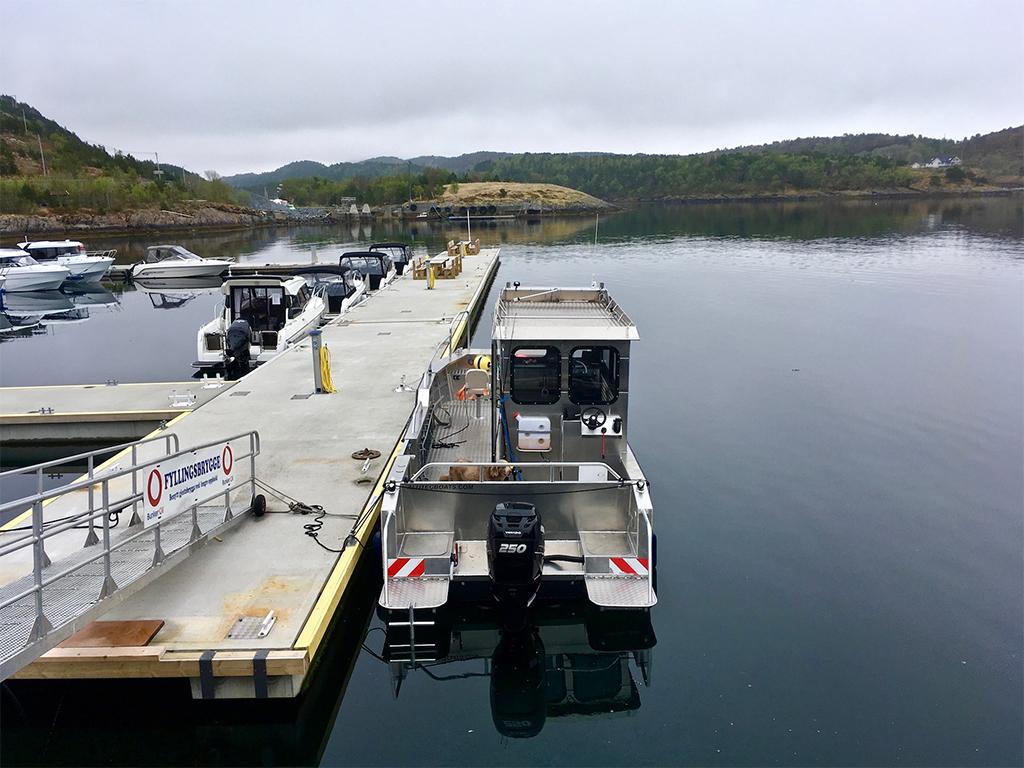 Hammerhead boat of Tjongsfjord Lodge