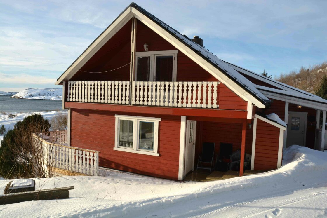 The red house of Tjongsfjord Lodge